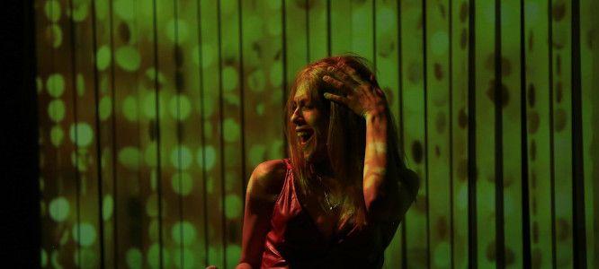 Serena Rinaldi dans un moment du spectacle Bambina